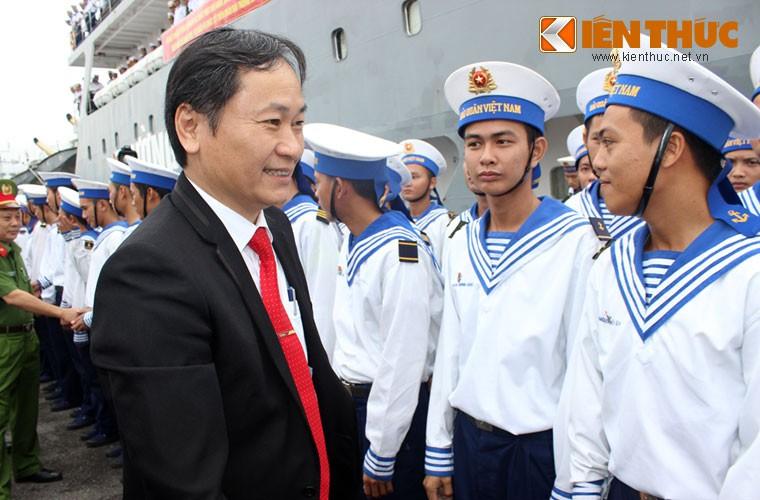 Khoanh khac xuc dong chuyen tau Tet ra Truong Sa-Hinh-3