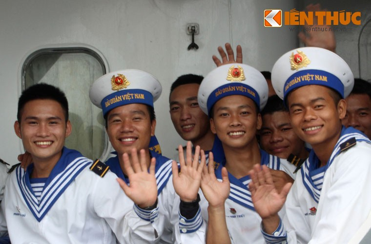 Khoanh khac xuc dong chuyen tau Tet ra Truong Sa-Hinh-9