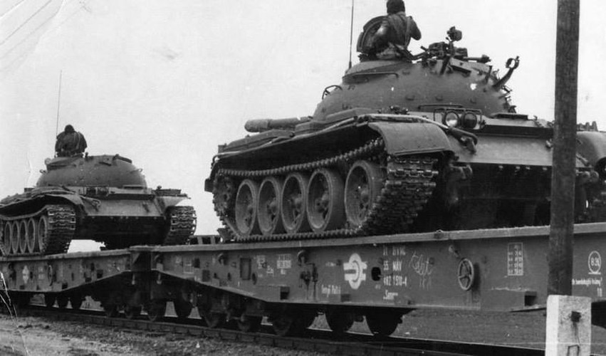 "Ngoan muc canh xe tang T-55 ""nhay tau""-Hinh-2"