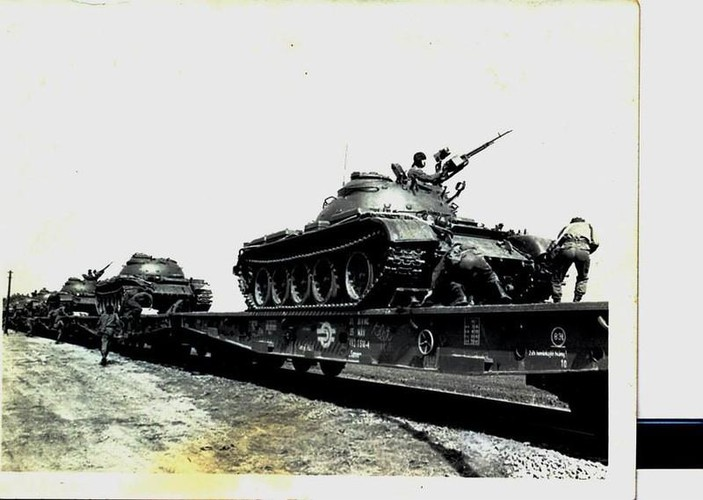 "Ngoan muc canh xe tang T-55 ""nhay tau""-Hinh-3"