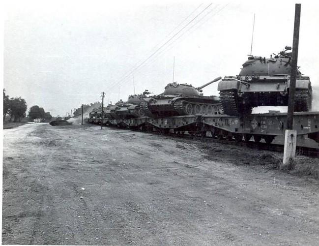 "Ngoan muc canh xe tang T-55 ""nhay tau""-Hinh-4"