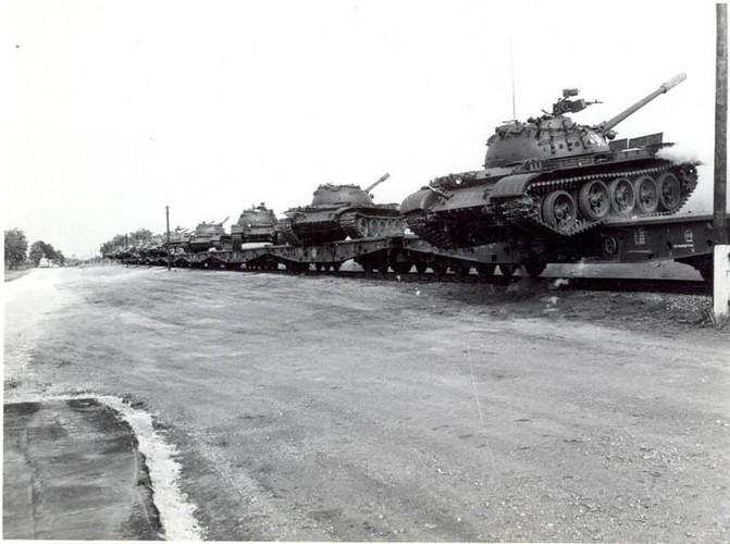 "Ngoan muc canh xe tang T-55 ""nhay tau""-Hinh-5"