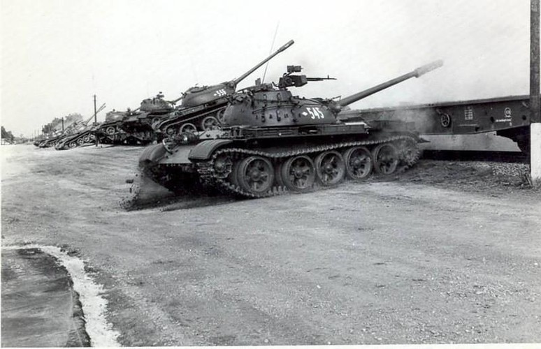 "Ngoan muc canh xe tang T-55 ""nhay tau""-Hinh-6"