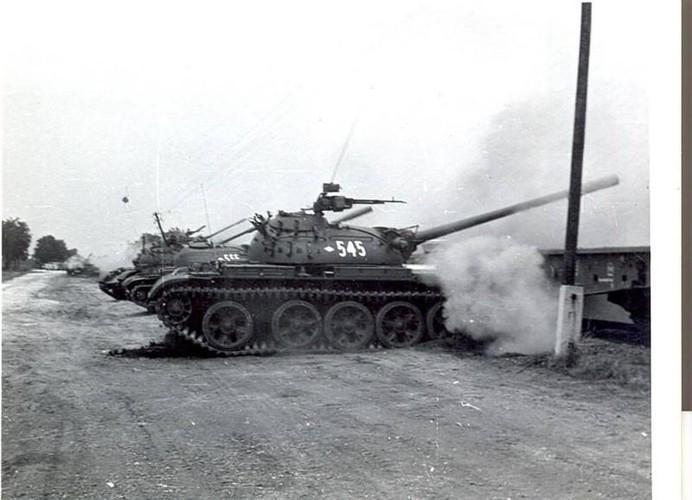 "Ngoan muc canh xe tang T-55 ""nhay tau""-Hinh-7"