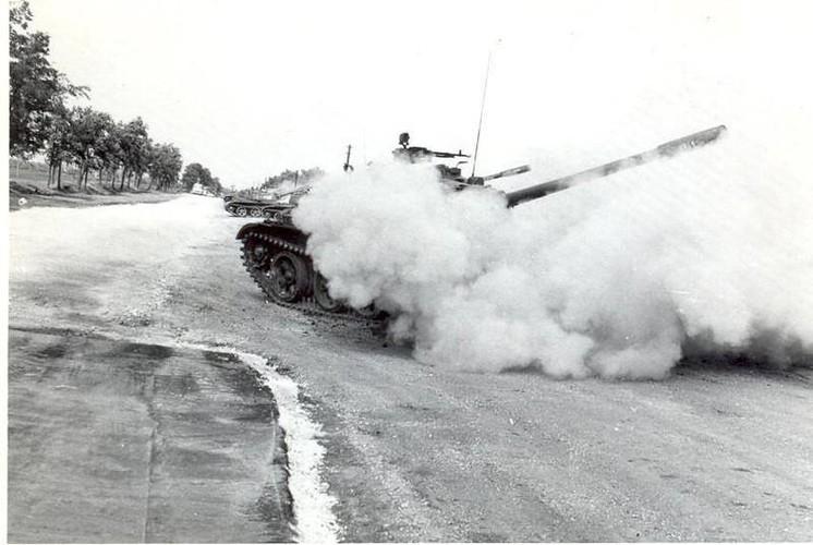 "Ngoan muc canh xe tang T-55 ""nhay tau""-Hinh-8"