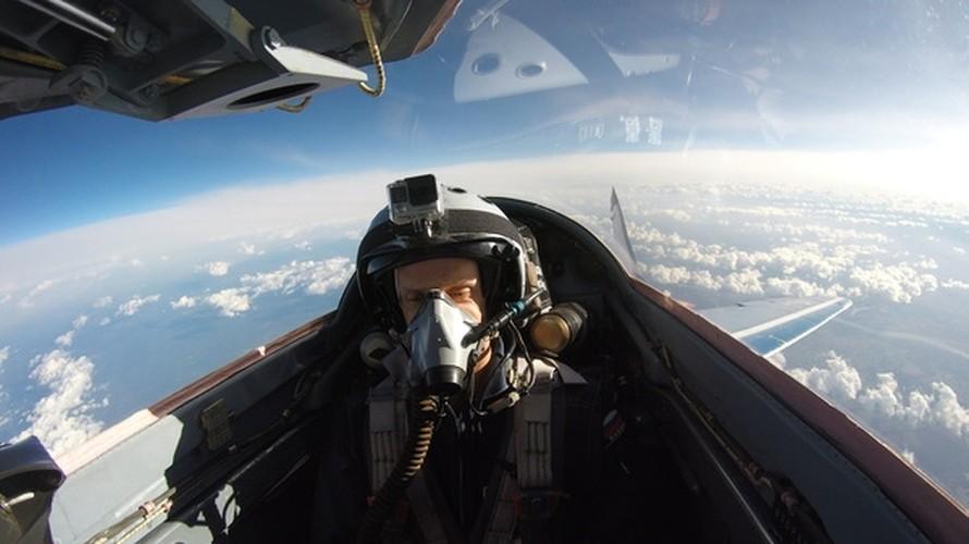 Chong mat goc anh tu buong lai tiem kich MiG-29-Hinh-5