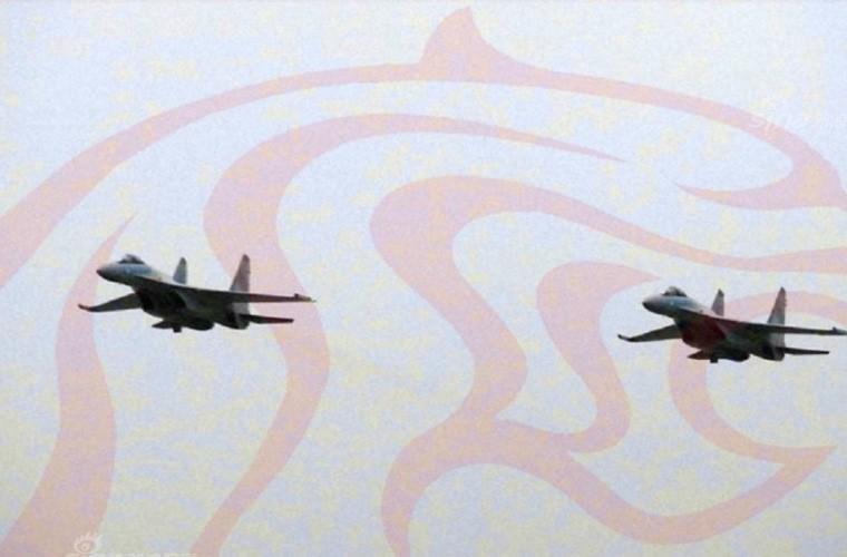 Bi an hinh anh tiem kich Su-35 cua KQ Trung Quoc-Hinh-2