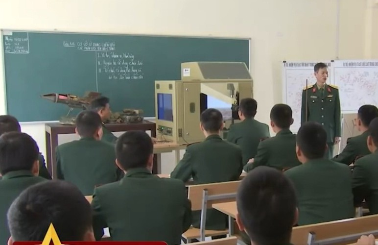 Ngac nhien he thong mo phong ban ten lua B-72 Viet Nam-Hinh-3