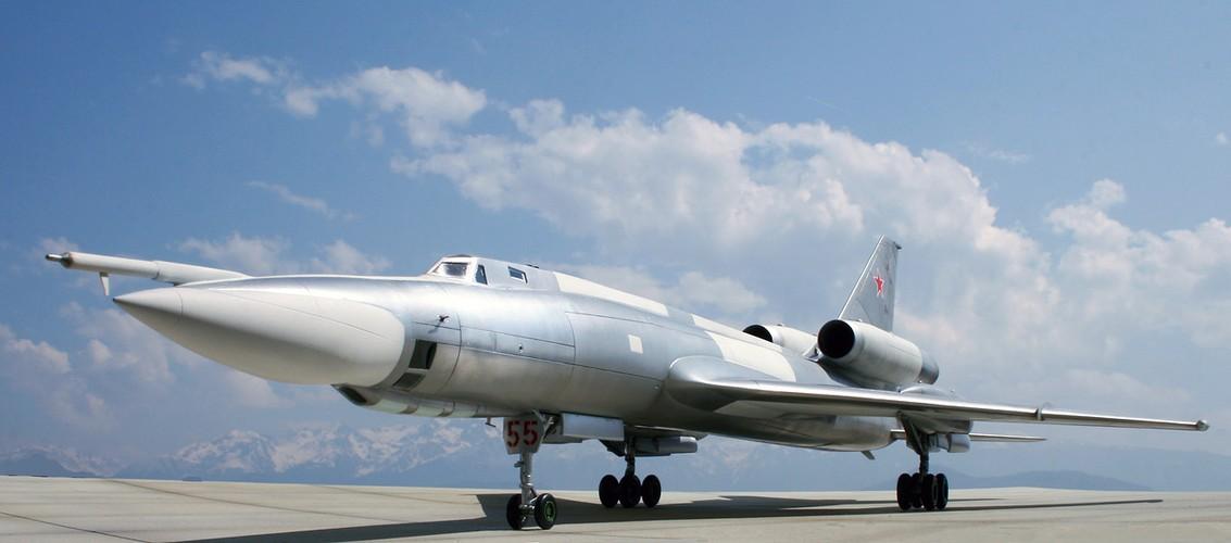 """""""Dung toc gay"""" kha nang bay """"doc"""" cua may bay Tu-22 Nga"""
