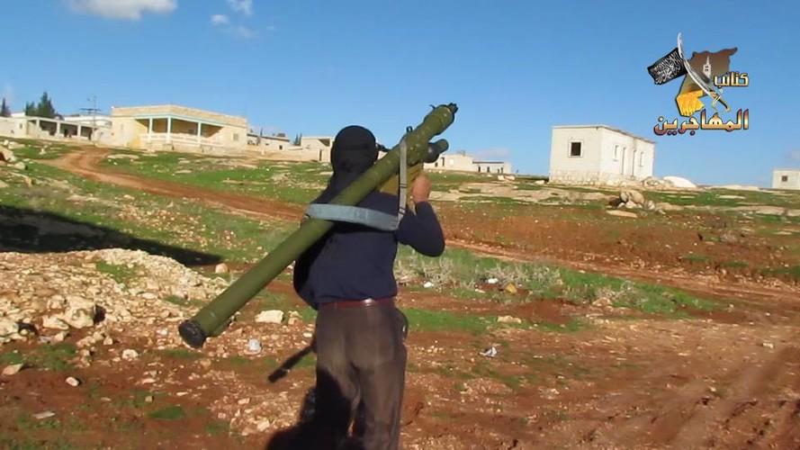 Kinh di dai phao phong khong 122mm cua phien quan IS-Hinh-11