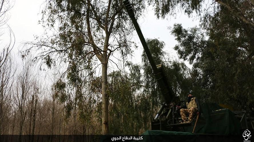 Kinh di dai phao phong khong 122mm cua phien quan IS-Hinh-7