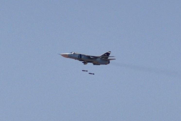 """Tiet lo """"soc"""": Syria dang co tiem kich-bom Su-24M2-Hinh-7"""