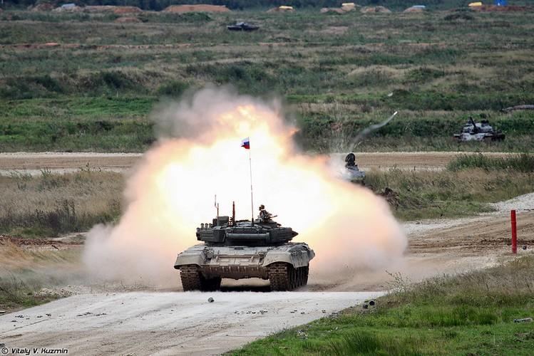 Kinh ngac: Xe tang T-72B3 bat ngo tham chien o Palmyra, Syria-Hinh-11