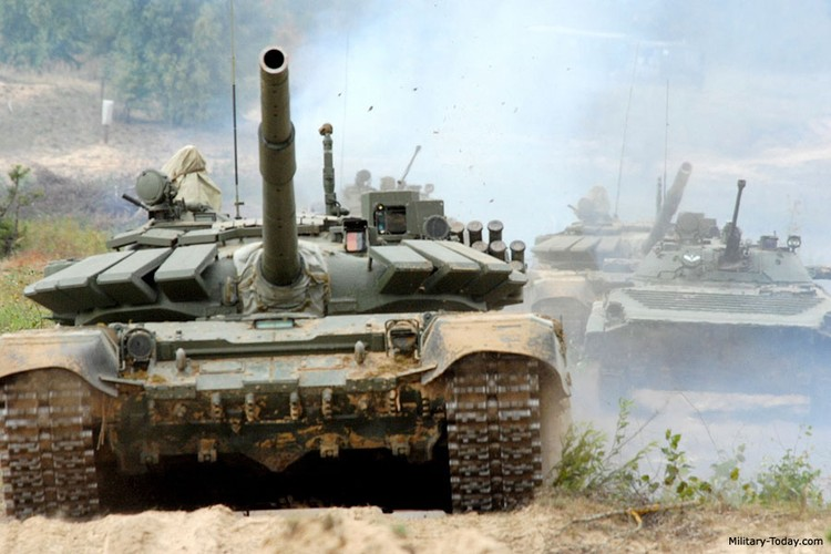 Kinh ngac: Xe tang T-72B3 bat ngo tham chien o Palmyra, Syria-Hinh-4