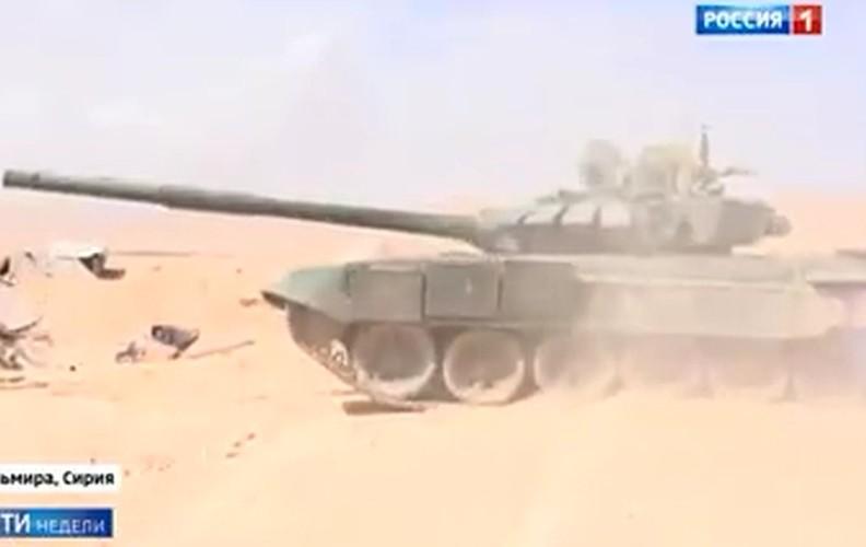Kinh ngac: Xe tang T-72B3 bat ngo tham chien o Palmyra, Syria