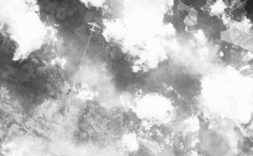 Dau long canh may bay nem bom bi ban ha trong CTTG2 (2)-Hinh-2