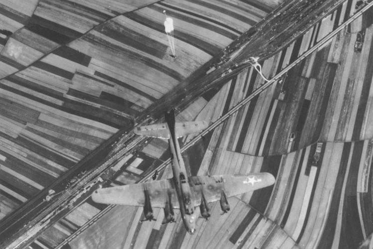 Dau long canh may bay nem bom bi ban ha trong CTTG2 (2)-Hinh-5