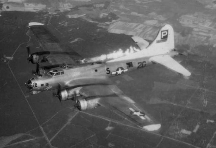 Dau long canh may bay nem bom bi ban ha trong CTTG2 (2)-Hinh-8
