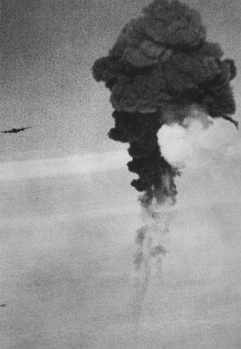 Dau long canh may bay nem bom bi ban ha trong CTTG2 (2)-Hinh-9