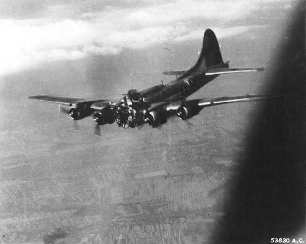 Dau long canh may bay nem bom bi ban ha trong CTTG2 (1)-Hinh-11