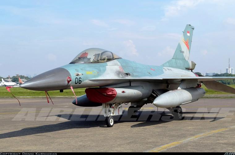 Mat phanh, tiem kich F-16 truot khoi duong bang, lat ngua-Hinh-5