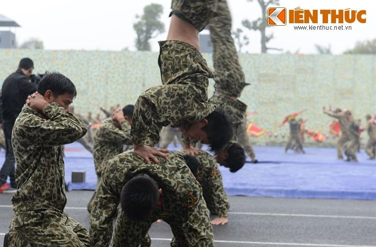 Hoanh trang sinh nhat lan thu 50 cua Dac cong Viet Nam-Hinh-10