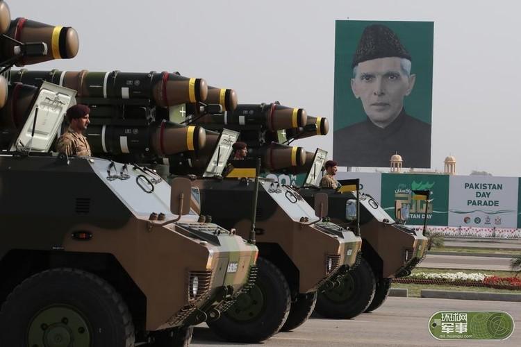 "Soi loat vu khi ""khung"" Quan doi Pakistan dem ra duyet binh-Hinh-14"