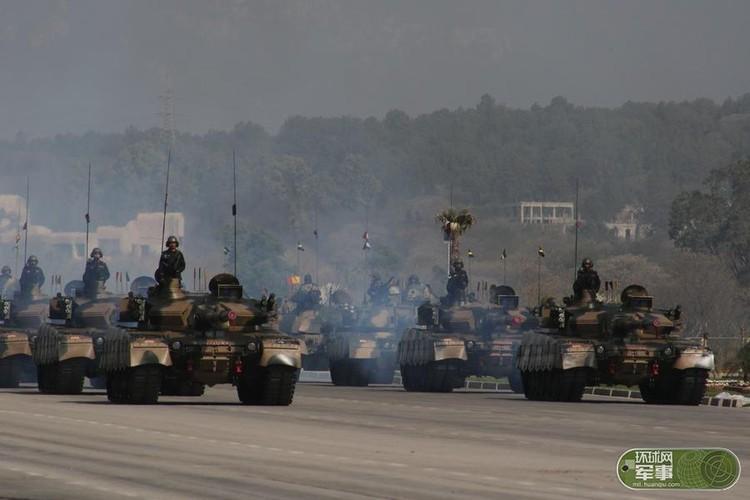"Soi loat vu khi ""khung"" Quan doi Pakistan dem ra duyet binh-Hinh-2"