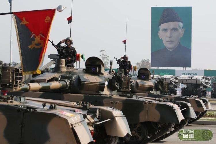 "Soi loat vu khi ""khung"" Quan doi Pakistan dem ra duyet binh-Hinh-3"