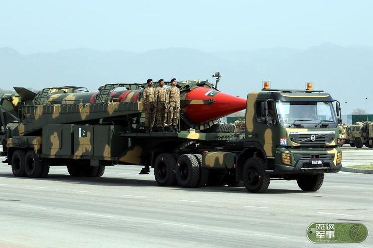 "Soi loat vu khi ""khung"" Quan doi Pakistan dem ra duyet binh-Hinh-5"