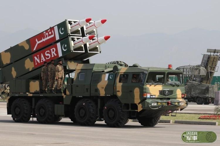 "Soi loat vu khi ""khung"" Quan doi Pakistan dem ra duyet binh-Hinh-7"