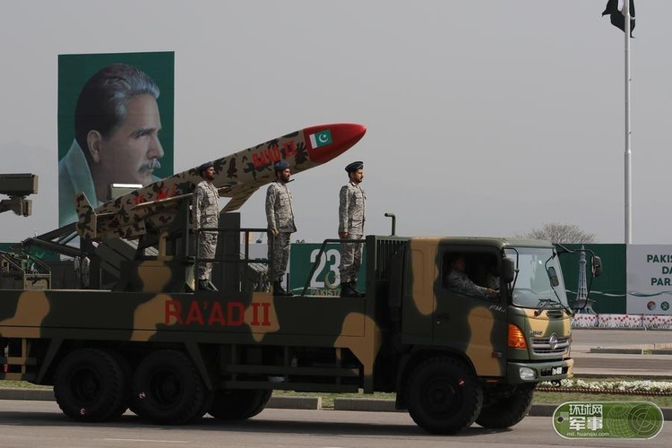 "Soi loat vu khi ""khung"" Quan doi Pakistan dem ra duyet binh-Hinh-8"