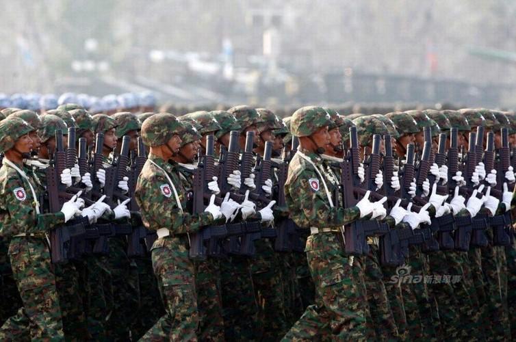 """Giat minh dan vu khi """"khung"""" Quan doi Myanmar duyet binh-Hinh-10"""