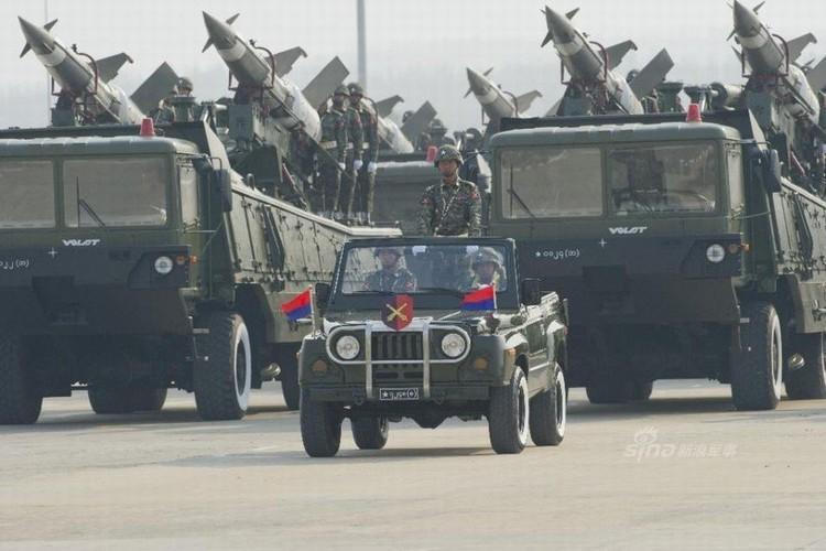 """Giat minh dan vu khi """"khung"""" Quan doi Myanmar duyet binh-Hinh-12"""