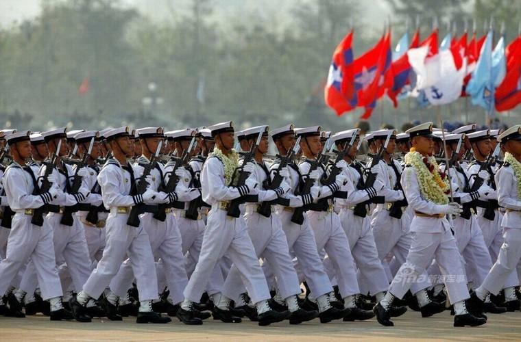 """Giat minh dan vu khi """"khung"""" Quan doi Myanmar duyet binh-Hinh-15"""