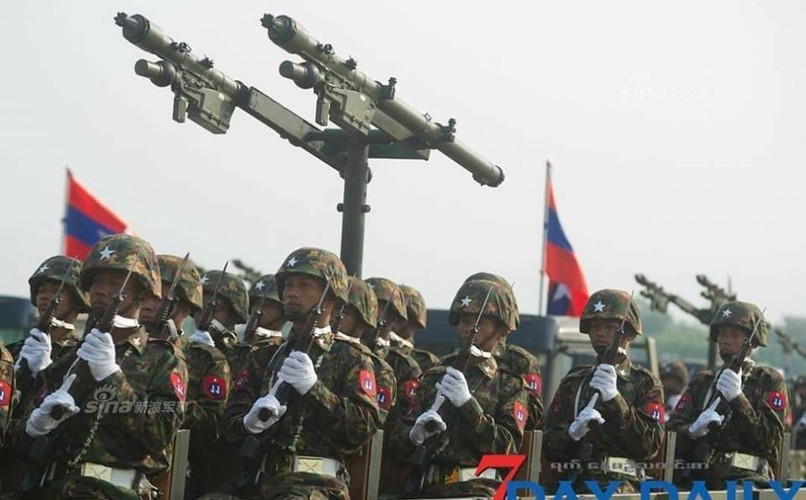 """Giat minh dan vu khi """"khung"""" Quan doi Myanmar duyet binh-Hinh-7"""
