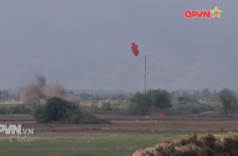 Viet Nam ban thu nghiem phao tu hanh 105mm kieu moi-Hinh-16