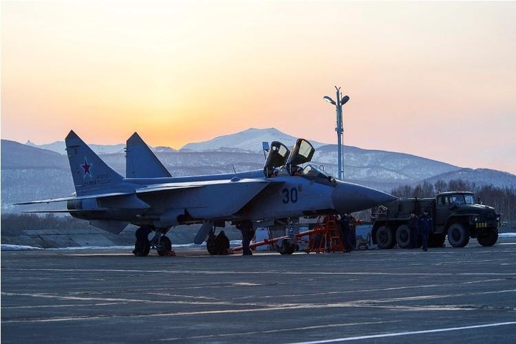 Muc kich cuoc di san dem cua may bay MiG-31-Hinh-2