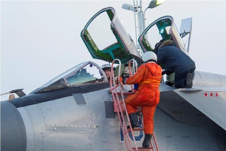 Muc kich cuoc di san dem cua may bay MiG-31-Hinh-6