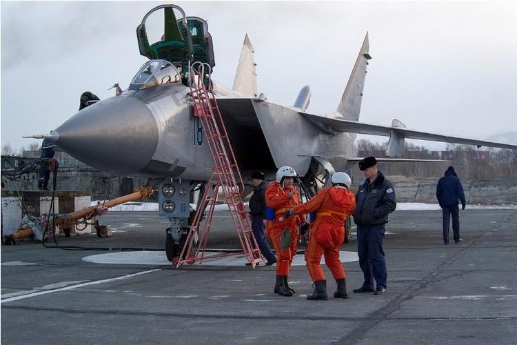 Muc kich cuoc di san dem cua may bay MiG-31-Hinh-7