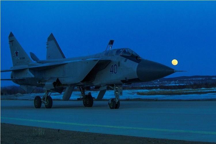 Muc kich cuoc di san dem cua may bay MiG-31-Hinh-8