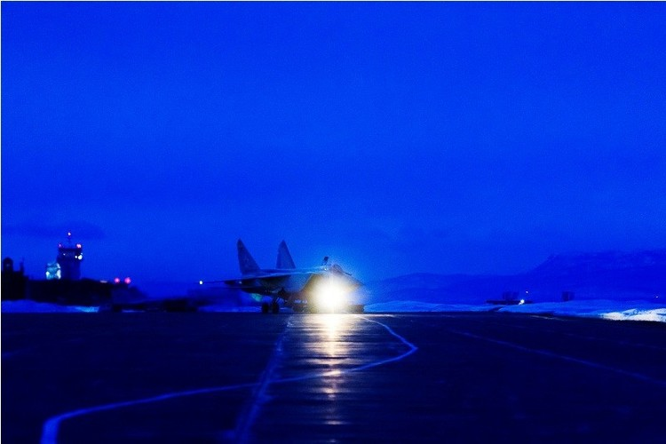 Muc kich cuoc di san dem cua may bay MiG-31-Hinh-9