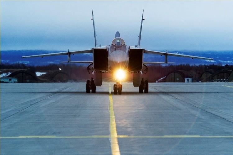 Muc kich cuoc di san dem cua may bay MiG-31