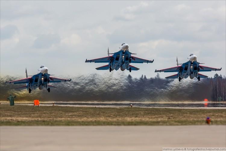 Soi cac may bay Nga chuan bi duyet binh ngay 9/5-Hinh-2
