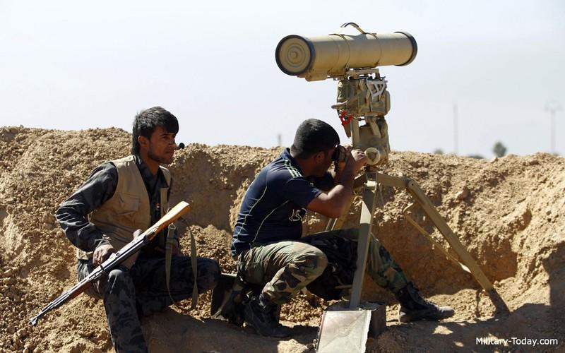 """Ten lua Kornet """"tat vo mat"""" sieu tang M1 Abrams o Iraq-Hinh-10"""