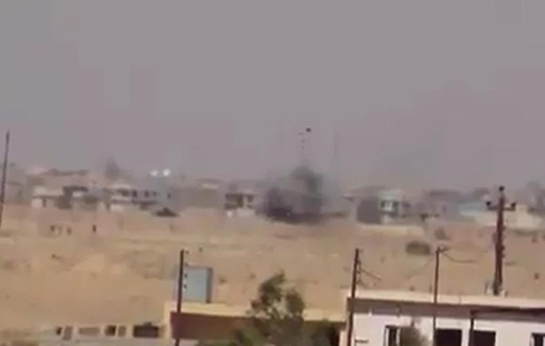 """Ten lua Kornet """"tat vo mat"""" sieu tang M1 Abrams o Iraq-Hinh-3"""