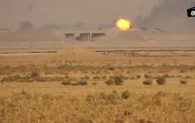 """Ten lua Kornet """"tat vo mat"""" sieu tang M1 Abrams o Iraq-Hinh-6"""