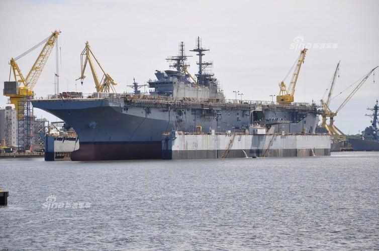To khung khiep tau do bo USS Tripoli cua Hai quan My-Hinh-3