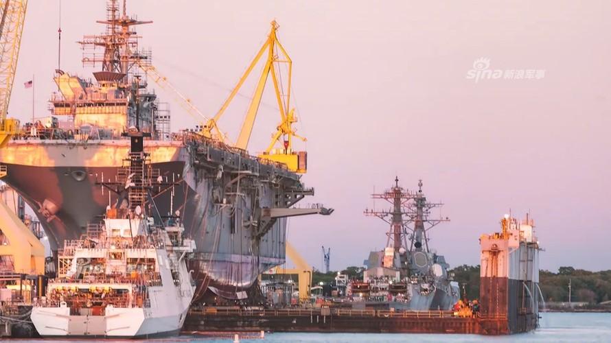 To khung khiep tau do bo USS Tripoli cua Hai quan My-Hinh-4