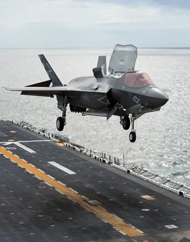 To khung khiep tau do bo USS Tripoli cua Hai quan My-Hinh-9